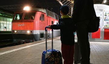 Названы популярные направления для путешествий на поезде летом с детьми