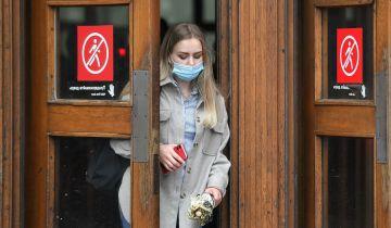 Около половины москвичей получили иммунитет от COVID-19, заявил Собянин