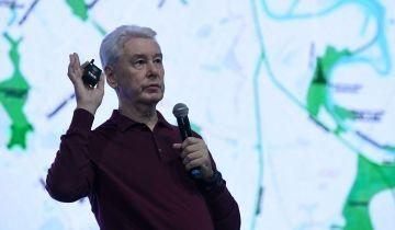 В Москве не будут усиливать ограничения по COVID-19, сообщил Собянин