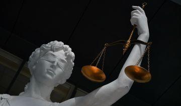 """Суд отправил в колонию 11 московских экс-полицейских по """"янтарному"""" делу"""