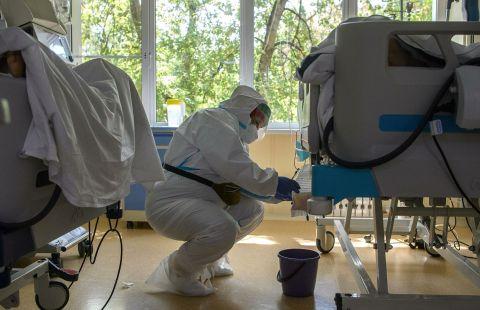 В России за сутки умерли 796 пациентов с коронавирусом