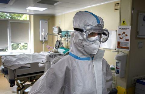 В Москве за сутки госпитализировали 1229 человек с COVID-19