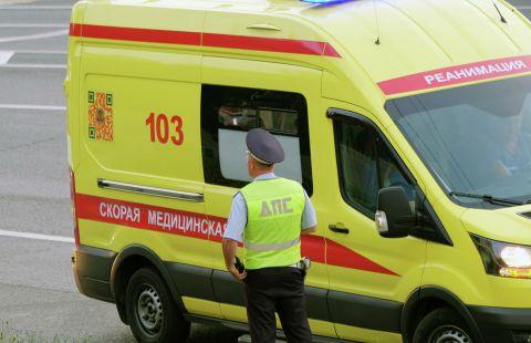 В Москве автомобиль задавил таксиста, попавшего в ДТП
