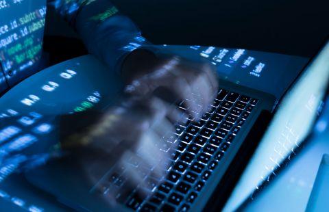 """Эксперты обнаружили на """"Госуслугах"""" переход на сайты мошенников"""